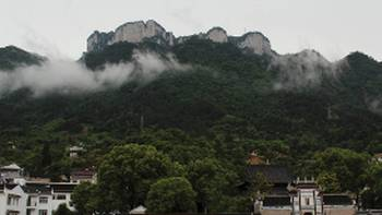 Sailing into the town of Yichang | Alana Johnstone