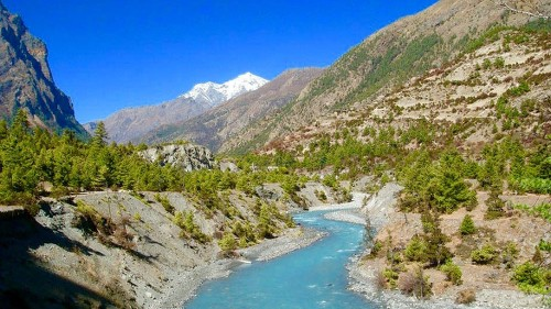 Beautiful scenery trekking the Annapurna circuit - <i>Photo: Hannah Serov</i>