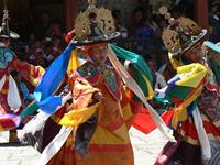 800px-Dance_of_the_Black_Hats_with_Drums,_Paro_Tsechu_5