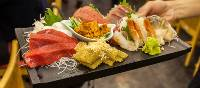 Assorted fresh sashimi at Tsukiji Fish Market | Felipe Romero Beltran