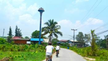 The roads of rural Thailand behind the handlebars | Sue Badyari