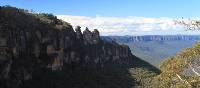 Looking at the Three Sisters in NSW Blue Mountains
