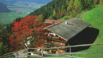 Discover delightful Austrian rural landscapes in the Zillertal valley | Ascher