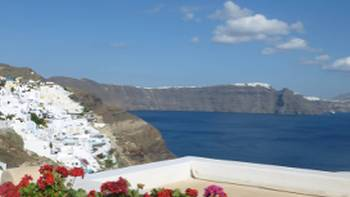 Postcard perfect Oia on the island of Santorini | Hetty Schuppert