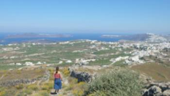 Hiking the trails on Santorini in the Greek Islands | Hetty Schuppert
