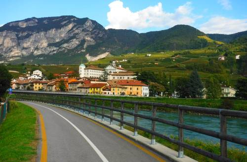 Cycling Bolzano-Trento on lakeside bike path past villages & mountains - <i>Photo: Efti Poulos</i>