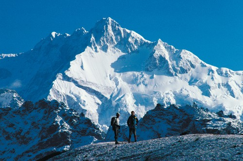 Trekkers with Kanchenjunga in the background - <i>Photo: Richard I'Anson</i>