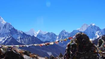 Memorial rock cairns and prayer flags on the way to Lobuche